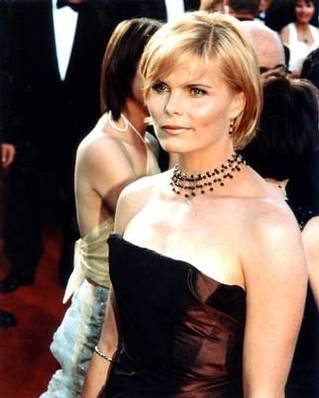 Vanna White Hairstyle - Top Celebrity Hairstyle