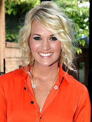 Carrie underwood new do hairtalk 71264 httpstylenewsoplestylewatch20120829carrie underwood short hair urmus Image collections